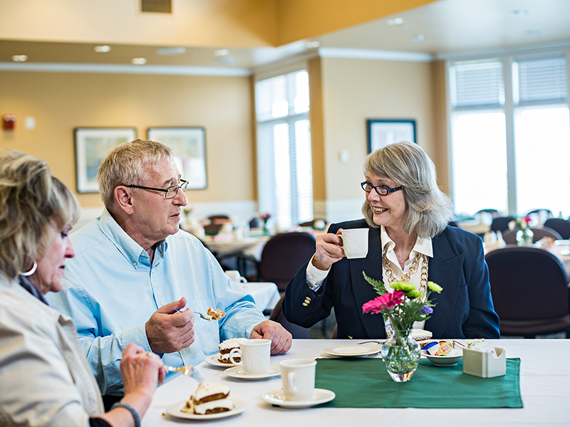 8 Reasons Why Seniors Prefer Senior Living Communities to Living Alone