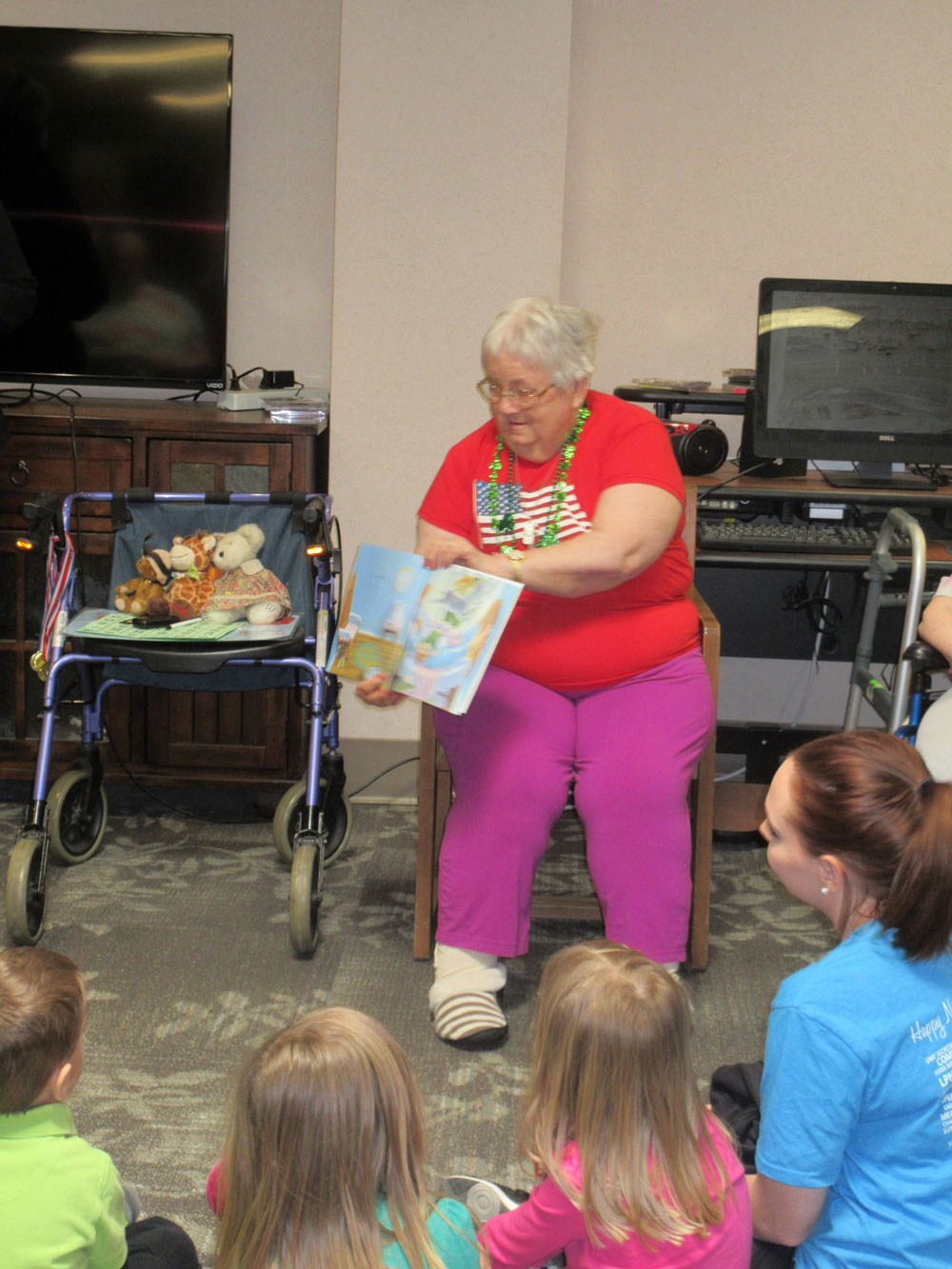 immanuel fontenelle resident reads to children